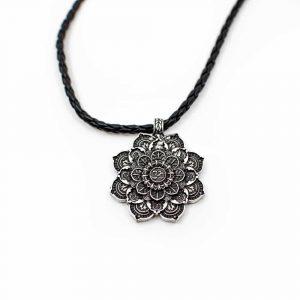Ohm Mandala Ketting Tibetaans – Zilverkleurig