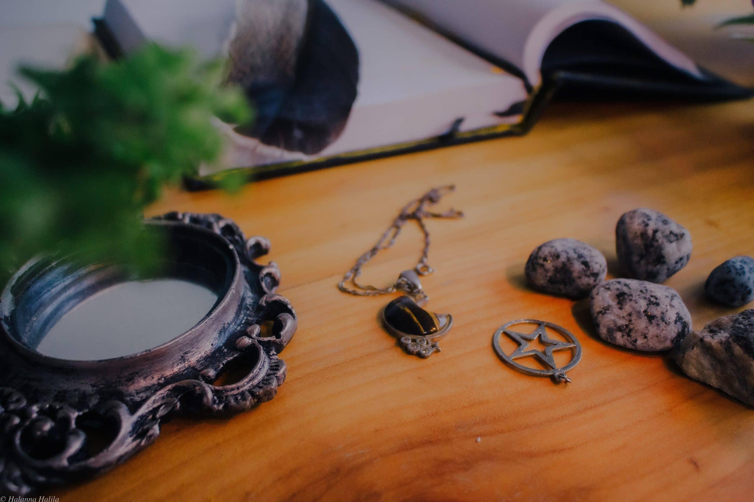 pentagram op wiccal altaar